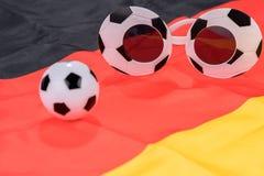 橄榄球和抽象玻璃在德国旗子 免版税库存照片