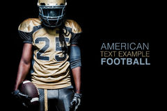 橄榄球在黑背景隔绝的运动员球员 免版税库存图片