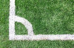 橄榄球场、足球场、绿草和空白线路,白色条纹 免版税库存图片