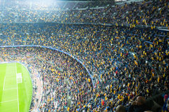 橄榄球场和观众在体育场诺坎普,巴塞罗那 免版税库存照片