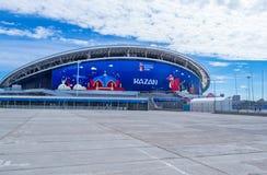 橄榄球场喀山竞技场在一个晴朗的夏日 免版税库存照片