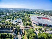橄榄球场在阳光下,空中 免版税图库摄影