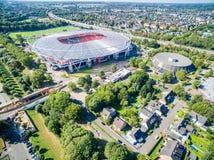 橄榄球场在阳光下,空中 免版税库存照片