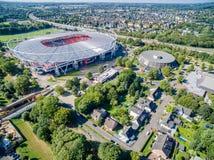 橄榄球场在阳光下,空中 图库摄影
