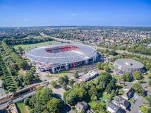 橄榄球场在阳光下,空中 免版税库存图片
