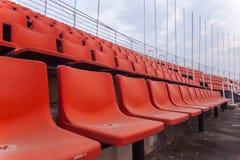 橄榄球场橙色位子  库存图片