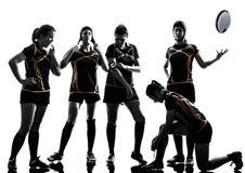 橄榄球妇女球员队剪影 免版税库存照片