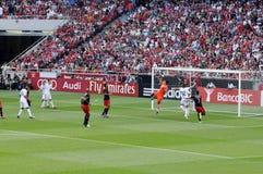 橄榄球守门员行动-足球场,本菲卡队 库存照片