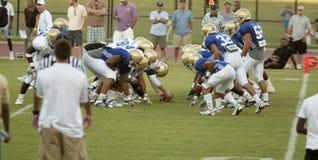 橄榄球并列争球加州大学洛杉矶分校 库存照片