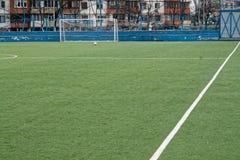 橄榄球或足球场,在背景的fottball门,网站或移动设备的 免版税库存图片