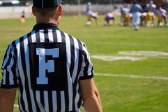 橄榄球比赛官员裁判 库存图片