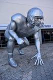 橄榄球淘汰赛雕塑 免版税库存图片