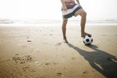 橄榄球球锻炼生活方式体育夏天概念 免版税库存图片