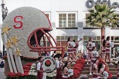 橄榄球盔在玫瑰杯游行 免版税图库摄影