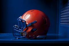 橄榄球盔衣物柜 免版税库存图片