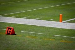 橄榄球端线区岗位和线 免版税库存照片