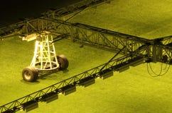 橄榄球草坪的人为照明设备 免版税库存图片