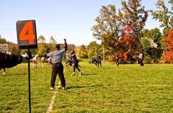 橄榄球赛并列争球 免版税库存照片