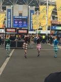 橄榄球赛的高地舞蹈家 免版税库存图片