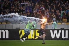 橄榄球超支持者庆祝胜利 免版税图库摄影