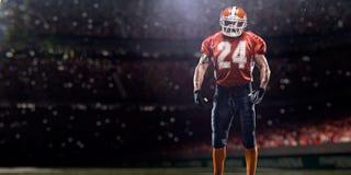 橄榄球运动员球员在体育场内 免版税图库摄影