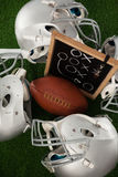 橄榄球顶上的看法在体育盔甲中的 库存照片