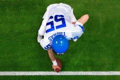 橄榄球高涨球员 免版税库存图片