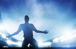 橄榄球,足球比赛。庆祝目标的球员 免版税图库摄影