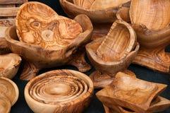 橄榄色的木碗待售在罗马意大利 免版税库存图片