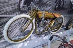 橄榄1920年哈利戴维森委员会轨道竟赛者摩托车 免版税图库摄影
