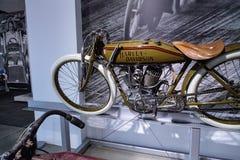 橄榄1920年哈利戴维森委员会轨道竟赛者摩托车 免版税库存照片