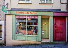 橘子果酱毛线商店前面在Frome,萨默塞特 库存照片