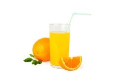 橙汁和切片 免版税库存照片