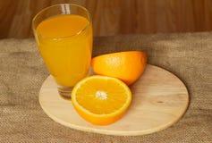 橙汁和玻璃顶视图 库存照片