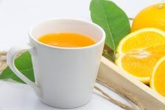 橙汁新鲜的桔子被隔绝的白色背景 库存图片