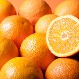 橙汁的水多的桔子 免版税库存照片