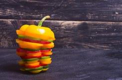 橙红黄色和绿色辣椒粉胡椒 库存图片
