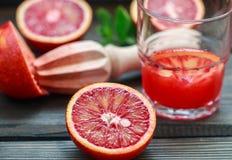 橙红 血淋淋的西西里人的桔子 烹调新鲜的汁液 图库摄影