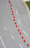 橙色下来锥体路 免版税图库摄影