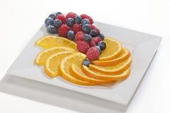 橙色切片用莓果 免版税图库摄影