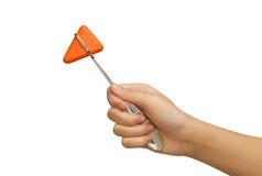 橙色反射锤子在医生的手上 免版税库存图片