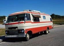 1968橙色和白色Travco精华Motorhome 库存图片