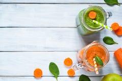 橙色和绿色圆滑的人 免版税库存照片