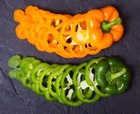 橙色和绿色辣椒粉胡椒 库存照片