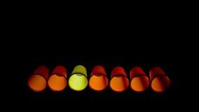 橙色塑料一次性杯子,一黄色 免版税库存图片