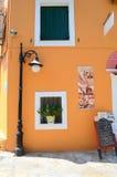 橙色墙壁, Fiskardo, Kefalonia,希腊 免版税库存照片