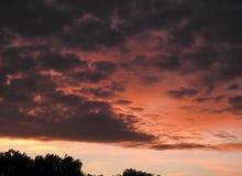 橙色天空云彩 免版税库存图片