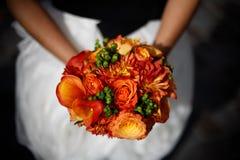 橙色婚礼花束 库存图片