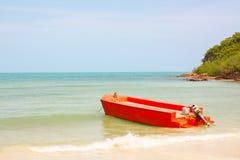 橙色小船 免版税库存图片