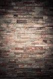 橙色岩石分层堆积纹理背景的墙壁 免版税库存图片